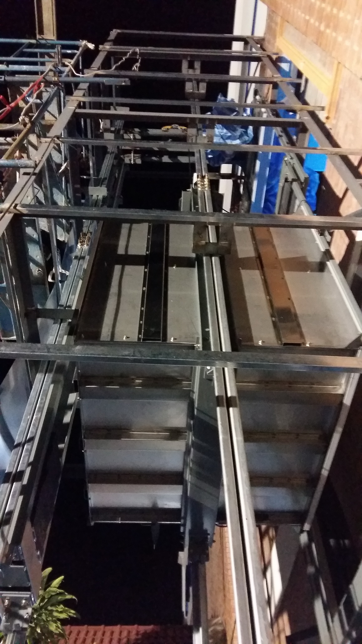 Dumbwaiter lift installation